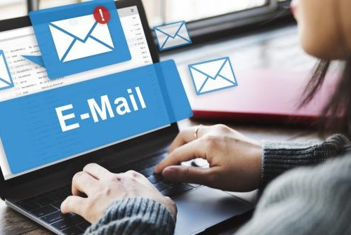 Nei messaggi di posta elettronica possiamo inserire una firma automatica?